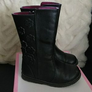 Maggie and Zoe black boots size 8